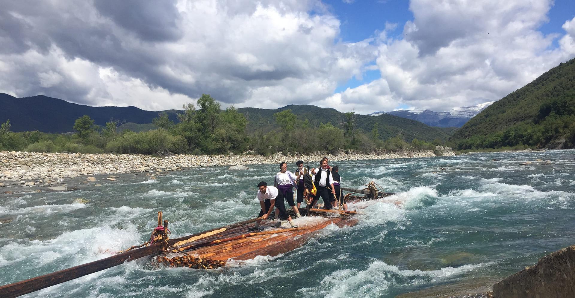 nabateros de ainsa bajando rio